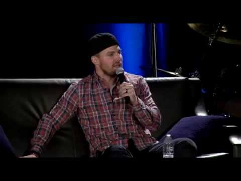Stephen Amell's Panel at Wizard World Comic Con Chicago 2015 (PART 1)