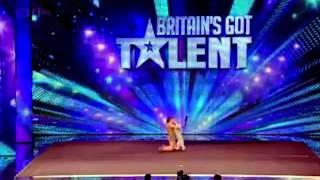 Talentingas šuo šou talentų pasirodyme!