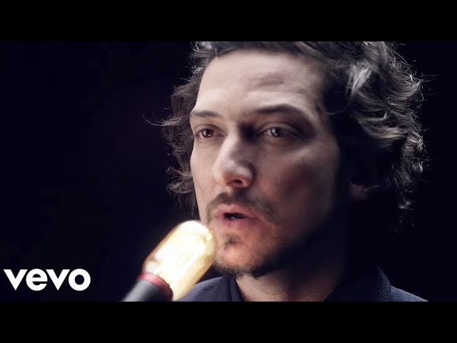 León Larregui - Brillas (Video Oficial)