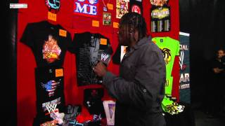 Raw: R-Truth trashes a WWE merchandise stand