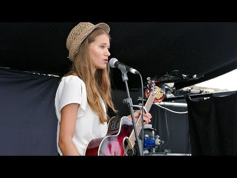 LAURA WILSON  'THE T SHIRT I WORE ON OUR FIRST DATE' Live at FTMC  Green Bar Stage, Towersey 2017