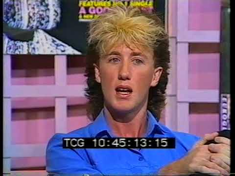 Sounds: Donnie interviewing Wa Wa Nee's Paul Gray and Steve Williams (1986)