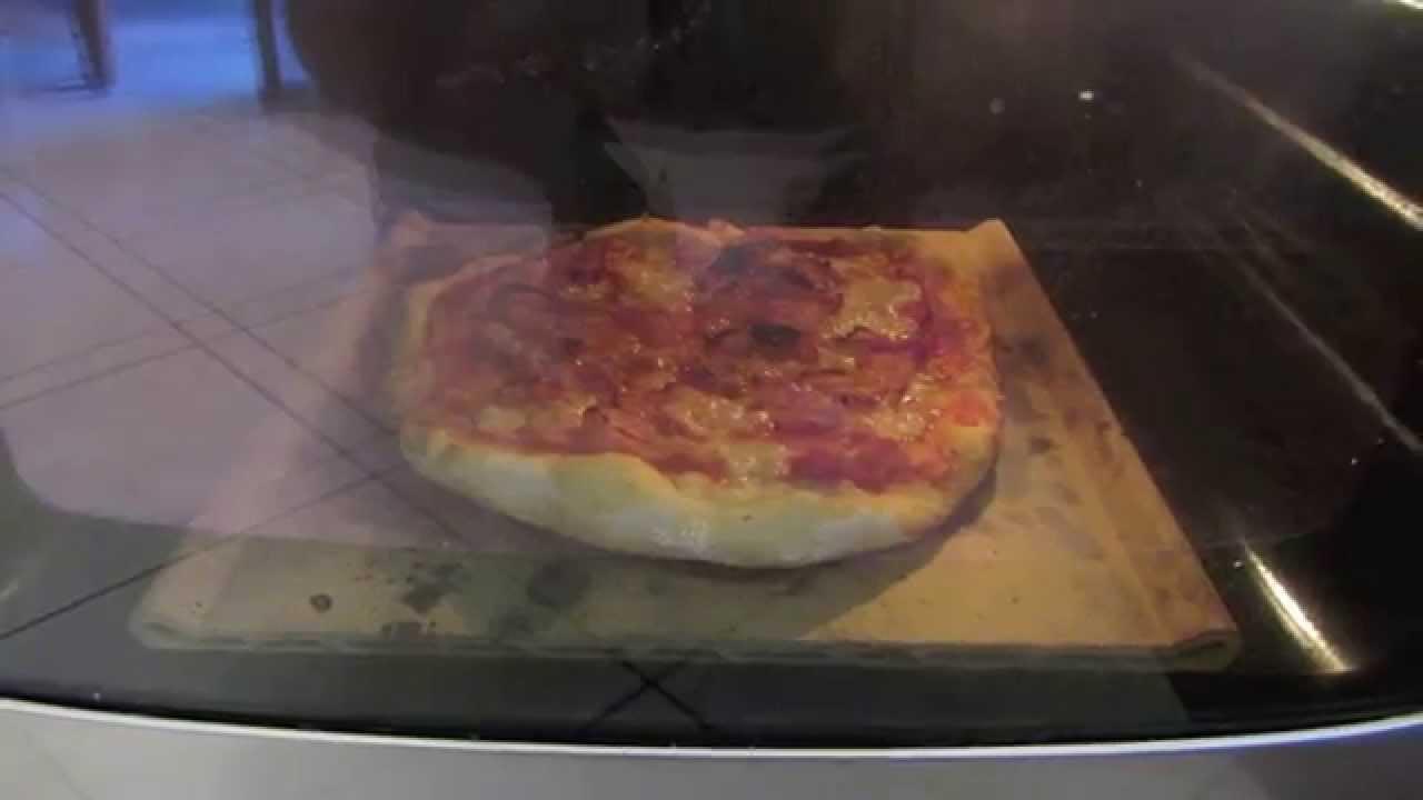 Pizza cotta su pietra refrattaria nel forno di casa youtube - Forno con pietra refrattaria ...