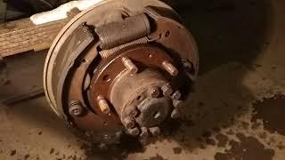 УАЗ 31512 моя история #37 замена задних тормозных цилиндров и прокачка тормозов