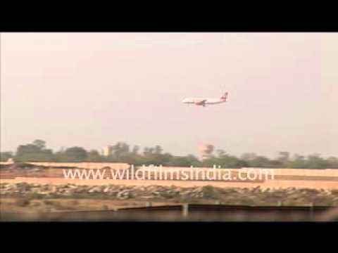 plane-landing-at-delhi-airport-in-early-1990's