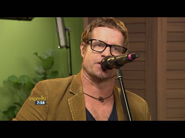 "Arno Carstens performs ""Vloerplanke"" LIVE!"