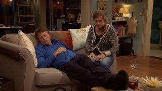 Bart mompelt 'Greet' in zijn slaap   Familie   VTM