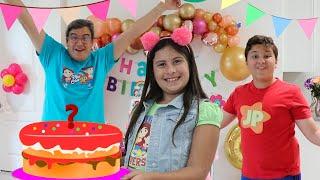Fizemos uma festa de aniversário para a mamãe - Família Maria Clara e JP