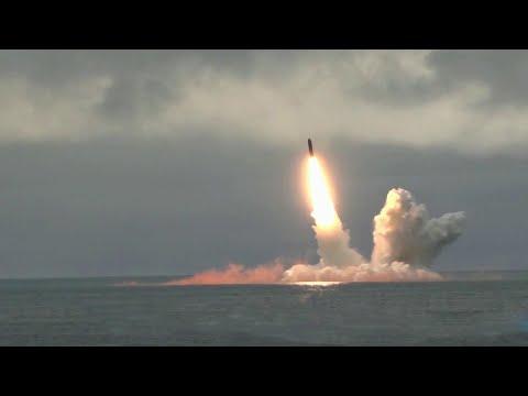 """Подлодки Северного флота провели испытания баллистических ракет """"Синева"""" и """"Булава""""."""