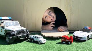 Тимур играет в машинки помогает спасать Пожарную Скорую и Полицейскую машину от преступника