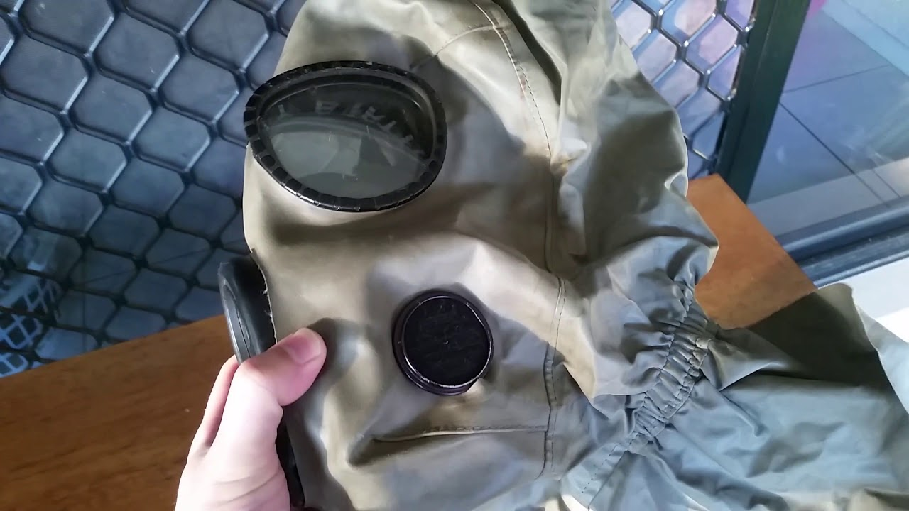 Does the m10 gas mask hood fit it?