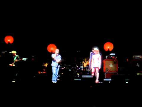 The Jesus & Mary Chain - Just Like Honey w/ Scarlett Johansson - Live @ Coachella 4-27-07