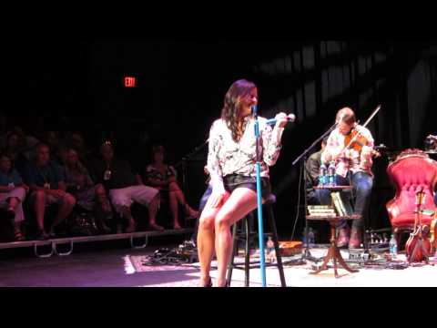Sara Evans performing Coalmine at the 2013 fan club party