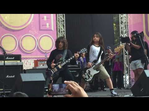 The Helmets -Lollapalooza Chile 2017 Video 1