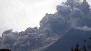 溶岩がトウモロコシ畑から……グアテマラ火山噴火の生存者