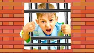 Руслан собирается показать как играть с Миньонами или обычный день в Полиции. Скетч на Ромарики Play