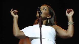 Vanessa Williams sings
