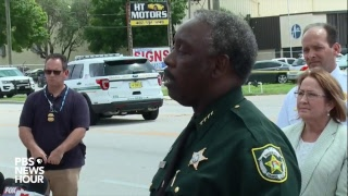 Gambar cover Orange County, FL sheriff holds news conference on shooting