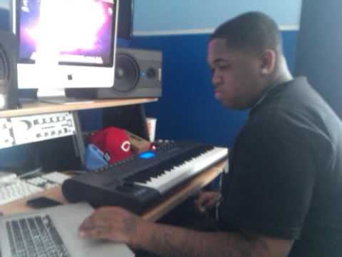 dj mustard goin in on a beat live