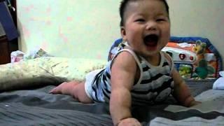 五個月大的小寶貝伏地挺身,會聽口令喔