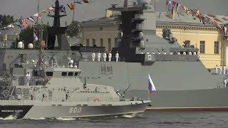 Самые яркие моменты парада ВМФ в Петербурге