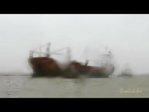 cargo 3 crane seaship EDAMGRACHT PDWZ IMO 9081370 inbound Emden with tug at 7 BFT Kranschiff Sturm
