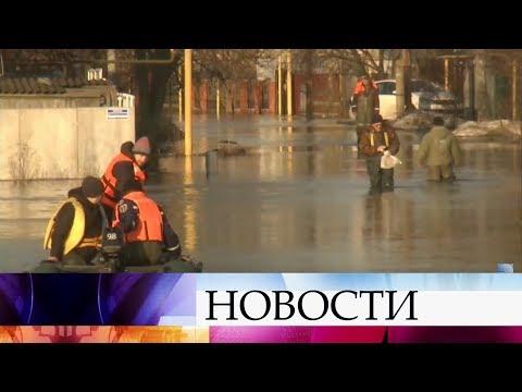 В Воронежской области спасатели эвакуируют людей с затопленных территорий.