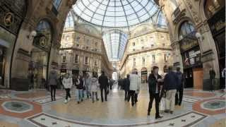 (HD) Shopping in Milano Galleria Vittorio Emanuele II at the Duomo