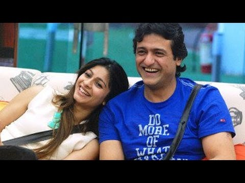 Bigg Boss 7: Tanisha Mukherjee, Armaan Kohli Have S*X (CAUGHT) In Bathroom!