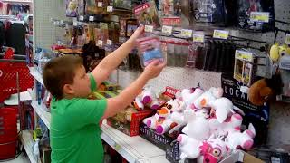 Roblox wwe action figures and roblox toy hunt!
