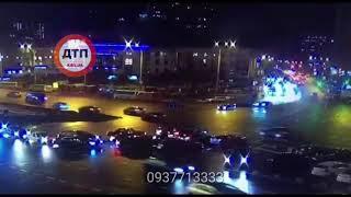 Видео момента жуткой смертельной аварии в Киеве на площади Победы...   Девушка - водитель Мазда умер