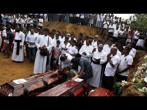 نيغومبو السريلانكية تشيع ضحاياها: في كل بيت بجانب الكنيسة المفجرة قتيل …