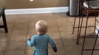 「ん?つかない。壊れてるわコレ!」見切りをつけるのがすばらしく早い赤ちゃん