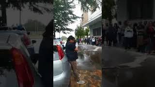 La protesta davanti a Palazzo D'Aimmo
