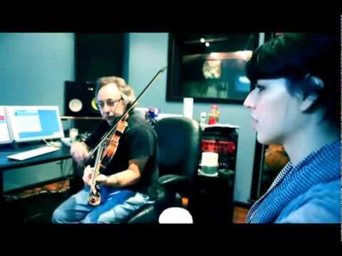 Brooke Fraser - FLAGS PREVIEW 07 // Strings (Legendado Português)