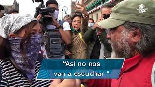 Tras la marcha por los 43 de Ayotzinapa, un hombre quien señaló haber sufrido la muerte de su hijo increpó a una joven que se disponía a hacer pintas en las paredes de Palacio Nacional