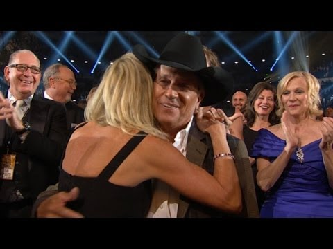 Country Music Awards 2013: George Strait  Wins Third Entertainer of the Year