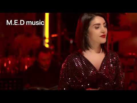 اجرای آهنگ ویگن توسط عایشه گل جوشکن خواننده و بازیگرترک فیلم مطرب.   Ayşegül Coşkun