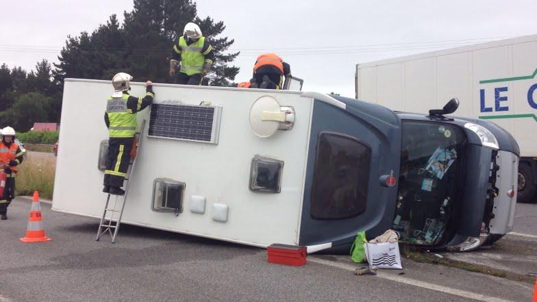 un camping car se renverse sur la rn165 youtube