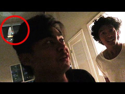 EXPLORING EMPTY HAUNTED APARTMENTS!