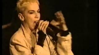 Eurythmics - I Love You Like A Ball & Chain (Live In Rome 1989)