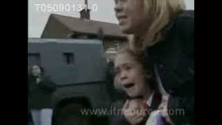 Loyalists attack Catholic children in Holy Cross dispute 2001