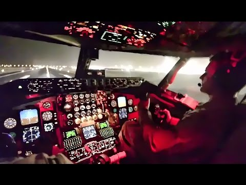 Landing A USAF Stratotanker At Night • Cockpit View