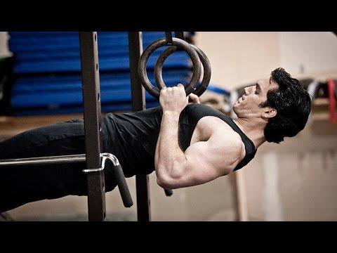 Henry Cavill & Antje Traue Workout 'Man of Steel' Featurette