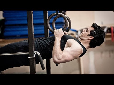 Henry Cavill & Antje Traue Workout 'Man of Steel' Featurette