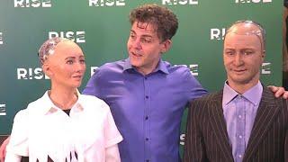 Roboter diskutieren die Zukunft des Menschen