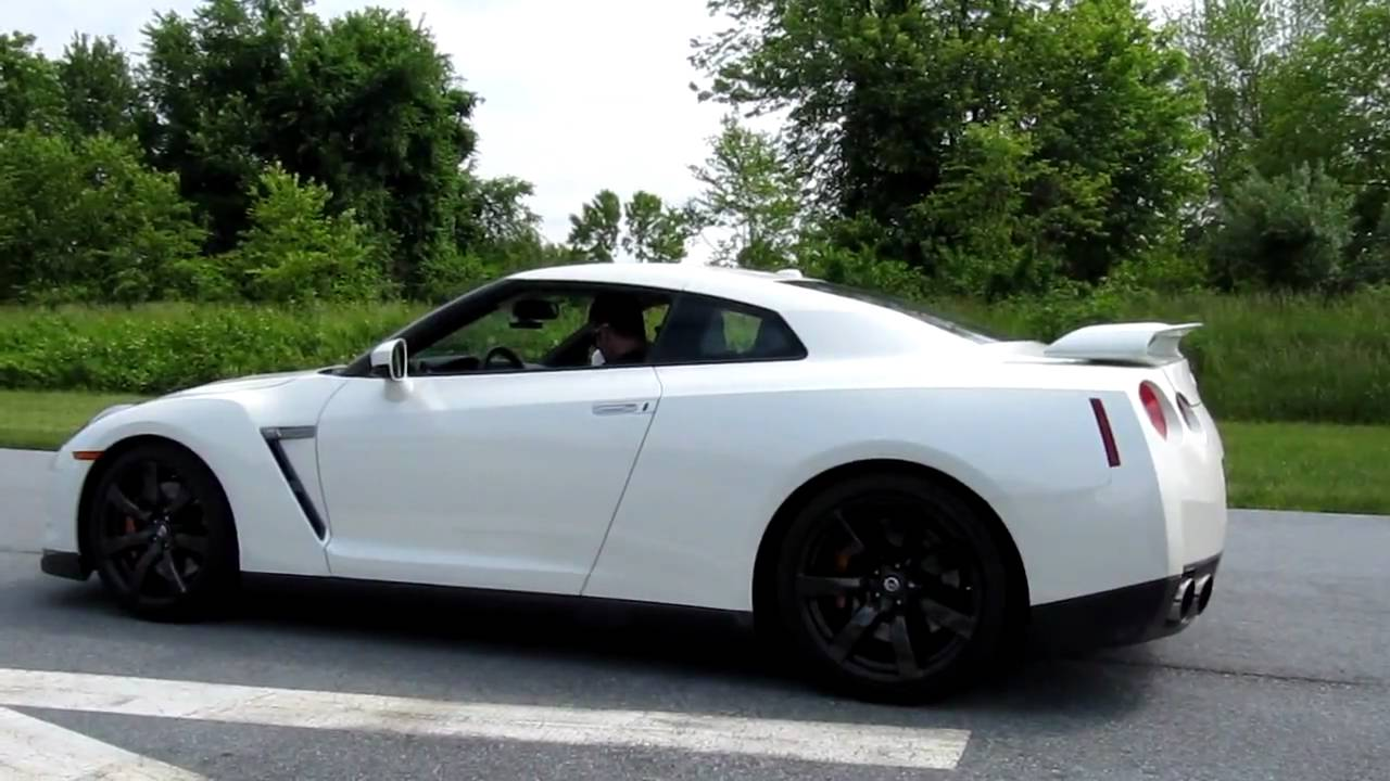 G35 Vs GTR - YouTube