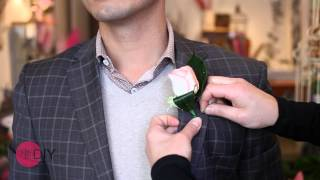 How to pin a butt๐nhole or boutonniere wedding flower