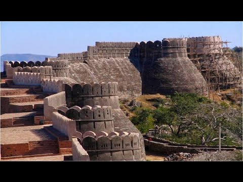 GREAT WALL OF INDIA MASSIVE STRUCTURE THAT SURROUNDS ANCIENT FORT OF KUMBHALGARH