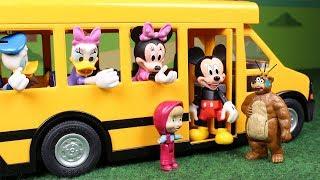 Masha y el Oso Juguetes en Español  Mickey conoce a Masha y el Oso
